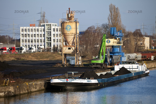 Rhine-Herne Canal, Cargo ship in the industrial area, Herne, Ruhr Area, Germany, Europe