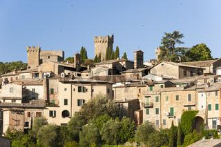 Blick auf toskanischen Stadt Montalcino und Festung, Toskana, Italien, Provinz Siena
