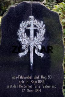 Marmorgrabstein eines Kriegsgrabes aus dem Ersten Weltkrieg