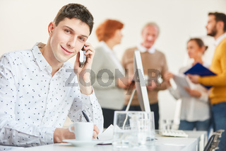 Student in der Business Hotline