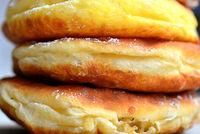 frisch gebackene Ausgezogene Küchle Krapfen