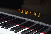 Tastatur und Logo der Firma Yamaha , Internationale Funkausstell