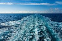 Kielwasser auf dem Atlantischen Ozean