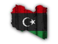 Karte und Fahne von Libyen auf verwittertem Holz - Map and flag of Libya on weathered wood