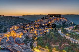 Die Altstadt von Ragusa Ibla vor Sonnenaufgang