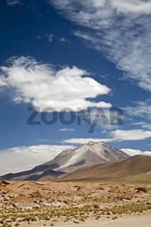 Der aktive Vulkan Ollague, Altiplano, Bolivien, Suedamerika, The active volcano Ollague, Altiplano, Bolivia, South America