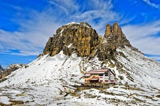 Dreizinnenhütte vor dem Sextener Stein und Toblinger Knoten, Sextner Dolomiten, Südtirol, Italien