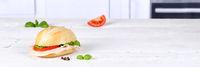 Brötchen Sandwich Baguette belegt mit Schinken Textfreiraum Copyspace Banner auf Holzbrett
