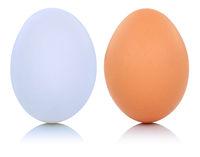 Weisses und braunes Ei Freisteller freigestellt isoliert