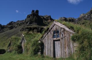 Hütten mit Grasdach