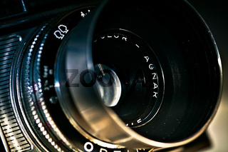 Objektiv AGNAR mit Gegenlichtblende