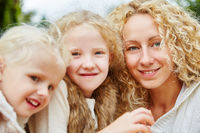 Porträt einer glücklichen Familie