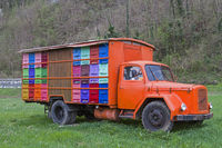 The mobile bee house