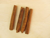 Dried chinese cassia bark sticks