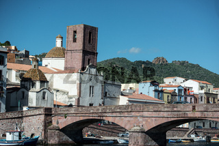 Brücke über den Temo in Bosa in Sardinien