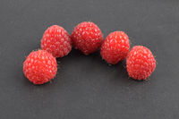 Himbeeren auf schwarz - Red raspberries on black