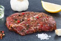 Fleisch Steak roh Rindfleisch auf Schieferplatte