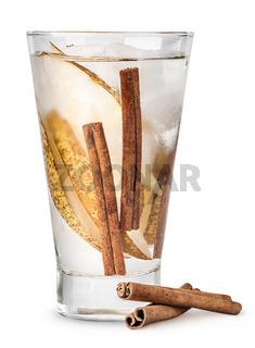 Lemonade of pear and cinnamon