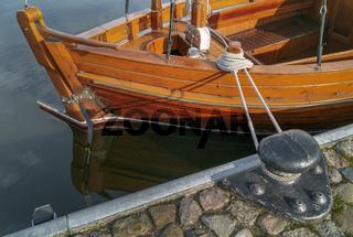 Im Hafen festgezurrt...