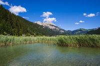 Haldensee, Tannheimer Tal, dahinter die Rote Flüh, 2108m, Tannheimer Berge, Allgäuer Alpen, Tirol, Österreich, Europa