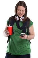 Studentin mit Handy Smartphone Cola Getränk junge Frau jung Jugendliche Freisteller