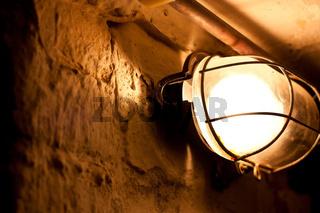 Lampe im Dunkeln