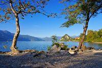 Castelveccana, Strand Cinque Arcate am Lago Maggiore - Castelveccana, the beach Cinque Arcate on lake Lago Maggiore in northern Italy