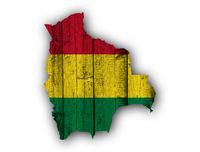Karte und Fahne von Bolivien auf verwittertem Holz - Map and flag of Bolivia on weathered wood