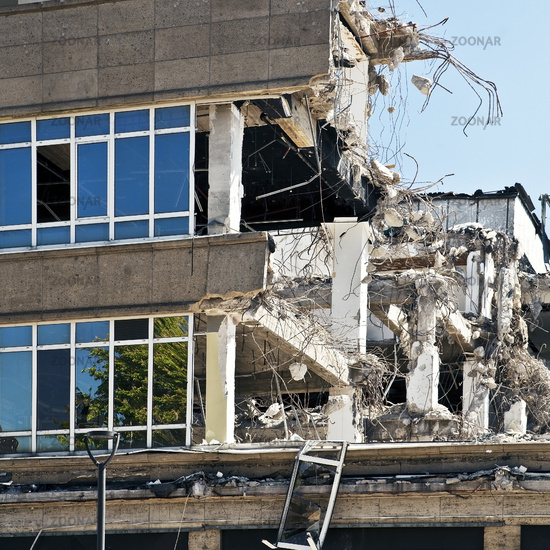 demolition work at the former Hertie warehouse in the city, Gladbeck, Ruhr Area, Germany, Europe