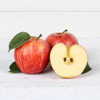 Äpfel Apfel rot geschnitten Obst Frucht Quadrat Früchte auf Holzplatte
