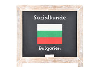 Sozialkunde mit Flagge auf Tafel - Social studies with flag on board