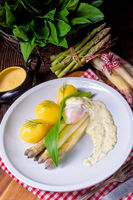 asparagus with egg and fresh wild garlic