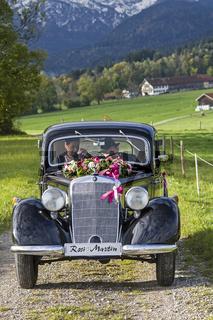 Nostalgie pur - mit dem Oldtimer zur  Hochzeit