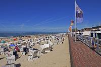 Touristen und Strandkörbe am Hauptstrand von Westerland, Sylt, n
