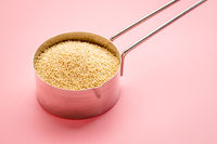 amaranth grain in measuring scoop