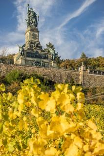 Niederwalddenkmal bei Rüdesheim am Rhein, Weinstadt in Deutschland