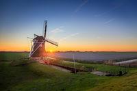 Windmill de Goliath at sunset in winter