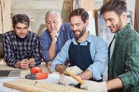 Handwerker Team mit Lehrling