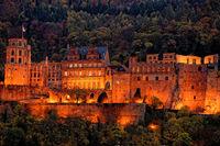 1 BA Schloss Heidelberg beleuchtet.jpg