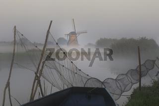 Historische Windmühle, UNESCO Weltkulturerbe, Kinderdijk, Provinz Südholland, Niederlande, Europa