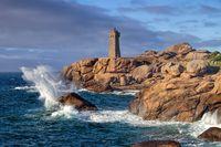 Leuchtturm Phare de Ploumanach in der Bretagne in Frankreich - Lighthouse Phare de Ploumanach in Brittany, France