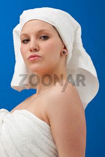 Frau in Handtüchern