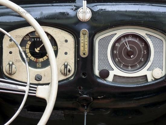 Photo Instruments of a VW Beetle Oldtimer Image #1853545 | {Armaturenbrett oldtimer 4}