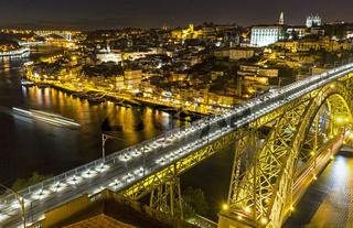 Brücke, Bogenbrücke Ponte Dom Luís I über den Douro, Nachtaufnahme, Porto, Portugal, Europa