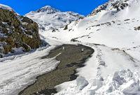 Passstrasse während der Wintersperre
