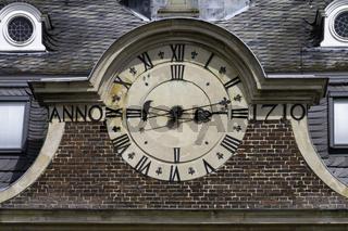 Alte Uhr mit römischen Ziffern, Schloss Nordkirchen, Münsterland, NRW