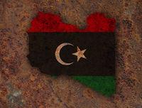 Karte und Fahne von Libyen auf rostigem Metall - Map and flag of Libya on rusty metal