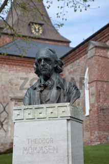 Theodor Mommsen Bueste; in Garding