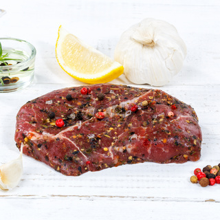 Fleisch Steak roh Rindfleisch Quadrat Holzbrett