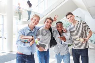 Studenten als fröhliches Team